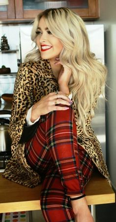 Plaid and Leopard for the perfect holiday outfit!this outfit actually works. and is easy on the eyes. Se did a very nice job with her choices. Looks Style, Looks Cool, Style Me, Classic Style, Mode Outfits, Fall Outfits, Fashion Outfits, Party Outfits, Sneakers Fashion