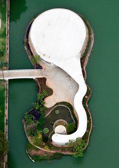 Pampulha Ensemble Modern: Foto aérea de los jardines del salón de baile. Fotografía © Marcilio Gazzinelli