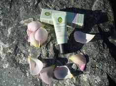 Primavera Moisturising Lip Balm is a rich, soothing lip balm that seals in natural moisture to protect. Primavera Moisturising Organic Lip Balm will help to heal and soften delicate lips. http://www.theremustbeabetterway.co.uk/primavera-moisturising-lip-balm-neroli-cassis.html