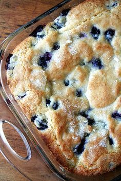 If you're looking for a delicious, seasonal, berry cake recipe to add to your morning-treat repertoire, this buttermilk blueberry breakfast cake is perfect! What's For Breakfast, Breakfast Dishes, Breakfast Dessert, Christmas Breakfast Casserole, Christmas Morning Breakfast, Breakfast Items, Easy Bread Recipes, Cake Recipes, Quick Recipes