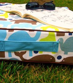 Awesome outdoor floor cushion tutorial using @Sharon Macdonald Avey HQ #Amplify shears! #DIY #summertime - would be great in Babyville BoutiquePUL fabrics