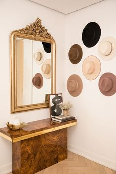 Hats on walls Danielle Bernstein Apartment Hats on walls Danielle Bernstein Apartment The post Hats on walls Danielle Bernstein Apartment appeared first on Home. Decor Interior Design, Interior Decorating, Boho Chic, Danielle Bernstein, Shoe Wall, Hat Display, Classic House, Elle Decor, Decorating Your Home