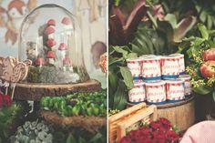 Os dois anos da Olivia foram comemorados com uma festa linda, assinada pela La Nick Decor.Muitos animais fofos, cestas, maçãs e flores não poderiam faltar