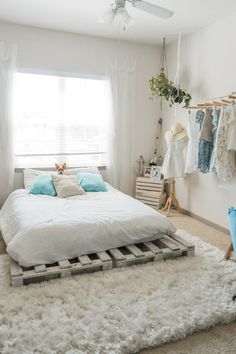 A collection of cozy bedroom decor and furniture ideas for ideas and inspiration. Whether you like your boho bedroom decor neutral or with bold bursts of color, there's inspo for everyone. Stylish Bedroom, Cozy Bedroom, Home Decor Bedroom, Modern Bedroom, Living Room Decor, Bedroom Office, Bedroom Ideas, Bedroom Designs, Master Bedroom