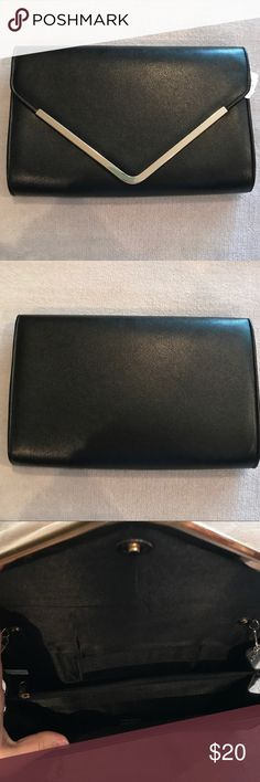 """Black Vegan Leather Large Envelope Crossbody Bag Brand new with tags. Black with gold hardware. Interior divided in half by zipper compartment, back of inside has a cellphone spot. 12.25"""" x 7.75"""" x 2.25"""". Please review photos and ask all questions before purchasing. 🛑 No trades! 🛑 WINDSOR Bags Crossbody Bags"""