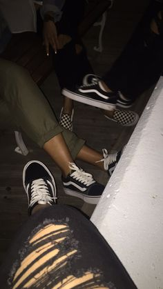 #vans #friendship Aesthetic Grunge, Aesthetic Photo, Aesthetic Pictures, Cute Instagram Pictures, Friend Pictures, Smoke Photography, Tumblr Photography, Cute Girl Photo, Girl Photo Poses