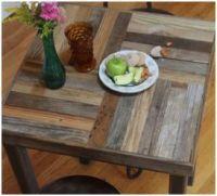 Tafelblad met blokken van pallethout in het tafelblad.