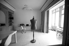 Inside Toni Miro's tailor shop with David Miró. We have photographed the designer's tailor shop in Barcelona with David Miró.