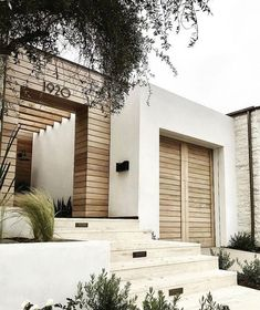 Modern home interiors and design ideas from the best in condos, penthouses and architecture. Plus the finest in home decor and products. Exterior Trim, Exterior Design, Interior And Exterior, Modern Exterior, Exterior Cladding, Modern Entry, Exterior Homes, Color Interior, Timber Cladding
