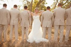 Elegant groom and groomsmen wedding photo you must have (7)