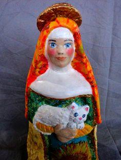 Santa Clara de Assis, com gato branco- 35 cm de altura- papel maché policromado°decoupagem       Santa Clara de Assis com gatinho branco ...