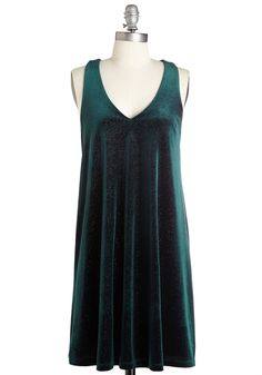 For Aura on End Dress. Boost your already-dazzling demeanor with this velvet dress! Mod Dress, Dress Skirt, Dress Up, Rose Sweater, Retro Vintage Dresses, Holiday Dresses, Green Dress, Pretty Dresses, Style Inspiration