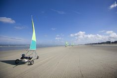 De Panne is just a stone's throw from northern France and has the widest beach (without breakwaters!) on the coastline.