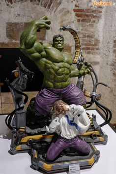 Bruce Banner is Hulk! Mundo Marvel, Hq Marvel, Marvel Heroes, Comic Book Characters, Marvel Characters, Marvel Statues, Hulk Art, Custom Action Figures, Sideshow Collectibles