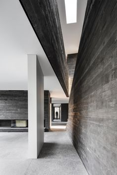Gallery of Black Concrete: How Attilio Panzeri Creates Contrast with a Specialized Recipe - 4