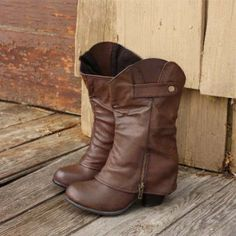 Cuffed boots... sooooo cute! i need these boots !