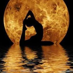 Waning Moon in Capricorn so your body may let you know if it's been too long since you gave it a really good stretch. Stretching helps us open  grow into a bigger version of ourselves whereas neglecting the body causes us to shrink  contract in more ways than one since everything is connected.