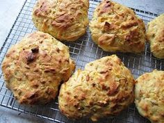Gulerodsbrud (Carrot-buns) from Claus Meyer. My dad has made these quite a lot, and I absolutely love them. Savoury Baking, Bread Baking, Fodmap, Real Food Recipes, Baking Recipes, Good Food, Yummy Food, Work Meals, Danish Food