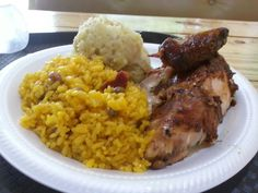 Arroz con gandules y pollo asao, comida típica de puerto rico.