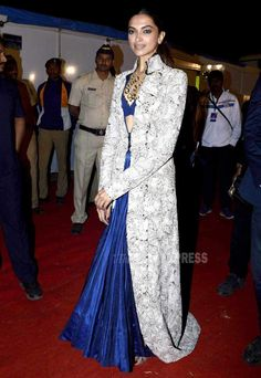 Deepika Padukone in a blue Anamika Khanna lehenga with an embroidered long kurta over it at the Umang Police Show Deepika Padukone Gown, Kareena Kapoor, Indian Attire, Indian Wear, India Fashion, Asian Fashion, Indian Dresses, Indian Outfits, Modest Dresses