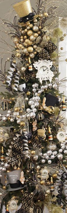 black christmas tree Gorgeous Christmas Tree with Black/Silver/Gold Silver Christmas Tree, Unique Christmas Trees, Black Christmas, Noel Christmas, Holiday Tree, Xmas Tree, Beautiful Christmas, Christmas Wreaths, Christmas Crafts