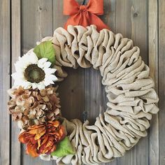 Good morning!  I hope everyone had a great weekend.  It's time for me to get caught up on orders and deliveries.  I will be delivering this fall wreath and a few others to The Hive in Carp later this week- take a peak at this lovely gift shop if you can.  #willowbloomwreaths #wreaths #fallwreath #thehive #workweek #etsyshop