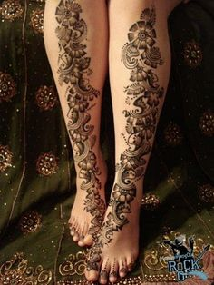 Mehndi (Henna) Designs is an art of applying of Henna on the skin as a temporary decoration. Mehndi (Henna) is used in South Asia, Arab Countries,. Leg Henna, Leg Mehndi, Legs Mehndi Design, Foot Henna, Mehndi Style, Mehndi Tattoo, Mehndi Art, Henna Mehndi, Hand Henna