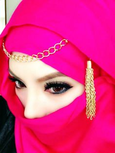 Beautiful eyes M.A, the scarf too looks awesome ♥ Muslima