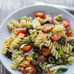 This Quick & Easy Vegan Pasta Salad comes together in just about 10 minutes and is PERFECT for lazy summer meals that are healthy and still delicious! This Quick & Easy Vegan Pasta Salad. Easy Pasta Salad, Pasta Salad Recipes, Pasta Salad Gluten Free, Vegan Pasta Salads, Pasta Meals, Vegan Foods, Vegan Dishes, Whole Food Recipes, Cooking Recipes