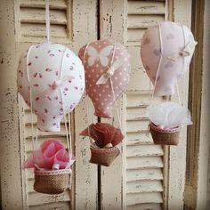 χειροποίητες μπομπονιέρες βάπτισης για κορίτσι, ροζ μπομπονιέρα βάπτισης για κοριτσάκι, μπομπονιέρες αερόστατα για ιδιαίτερα βαφτίσια, annassecret, Χειροποιητες μπομπονιερες γαμου, Χειροποιητες μπομπονιερες βαπτισης Air Balloon, Balloons, My Baby Girl, Christening, Liberty, Gifts, Baptism Ideas, Sketchbooks, Amor