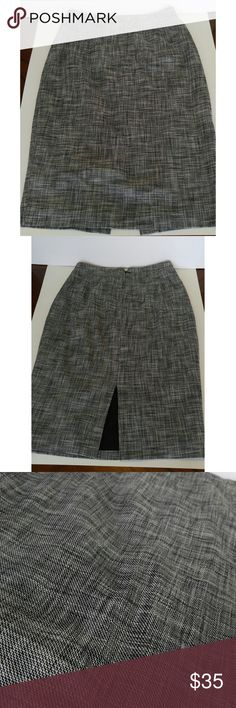 Anne Klein Pencil Skirt GUC pencil skirt light knit with lining. Size 6. Skirt is knee length. Great for work. Anne Klein Skirts Pencil