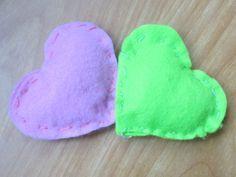 petits coeurs rembourrés en feutrine St Valentin
