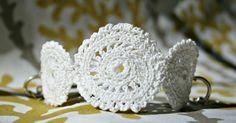 Alors voici mon mini tuto pour confectionner ce bracelet au crochet vous aurez besoin de : - Du fils de coton - Un crochet. J'ai util...