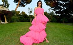 Kendall Jenner Wore the Ultimate Barbie Dress to the amfAR Cannes Gala Pink Gowns, Pink Dress, Winnie Harlow, Structured Dress, Italian Fashion Designers, Giambattista Valli, Fashion Pictures, Manchester United, Kendall Jenner