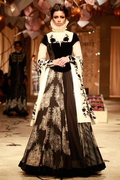 Gorgeous work♥ Am i the only one who get a feel of soooo-costume 'ey about this dress. perhaps english period drama costumes. Am sure the designer would have got inspiration.