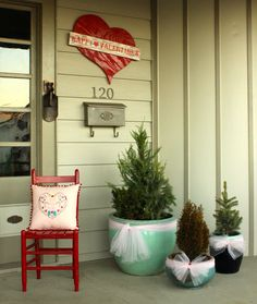 I still can't believe how easy this decorating project was--it almost seemed too easy...haha #ValentinesDay #frontporch #holidaydecorating