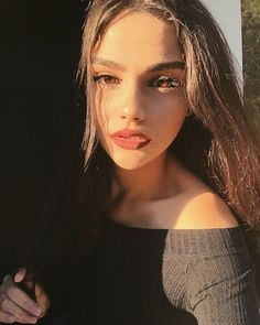 Find images and videos about girl, beauty and kardelenxhy on We Heart It - the app to get lost in what you love. Model Poses Photography, Beautiful Girl Makeup, Beautiful Lips, Foto Instagram, Fake Girls, Foto Pose, Aesthetic Girl, Bella Hadid, Tumblr Boys