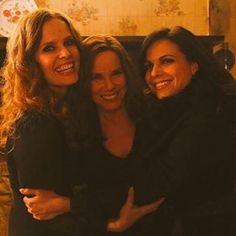 A #FamilyMills reunion! #onceuponatime #evilregals #sisters #BarbaraHershey