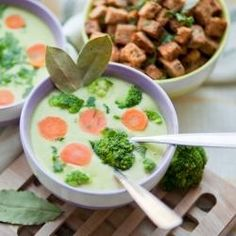 Winter in Poland is really cold, so I need something hot to eat, this creamy soup is hot and tasty - great for this kind of days. (in Polish) Spring Soups, Broccoli Soup, Soups And Stews, Cheeseburger Chowder, Vegan Vegetarian, Nom Nom, Food And Drink, Tasty, Ethnic Recipes