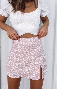 Get Summer ready in the Laura Skirt Pink Print! This cute piece styles perfectly with a white crop and sneakers for a relaxed Summer look. Pink floral mini skirt Fitted design Invisible back zip Slit on the thigh Linen-like material Unlined outfits Teen Fashion Outfits, Girly Outfits, Mode Outfits, Cute Summer Outfits, Look Fashion, Trendy Outfits, Spring Outfits, Cute Outfits With Skirts, Cute Skirts