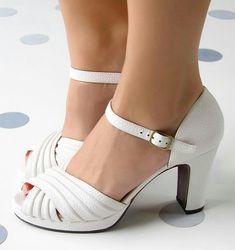 Chie Mihara shoes, sandals, blocs and boots. Buy now original, feminine footwear. Designer shoes of maximum comfort! Sock Shoes, Shoe Boots, Shoes Sandals, Dress Shoes, Heels, Pretty Shoes, Cute Shoes, Me Too Shoes, Beautiful Sandals
