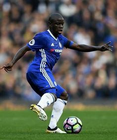 N'Golo Kante Photos - N'Golo Kante of Chelsea in action during the Premier League match between Chelsea and Leicester City at Stamford Bridge on October 2016 in London, England. - Chelsea v Leicester City - Premier League Watch Football, Football Soccer, Soccer Ball, Football Players, Chelsea Blue, Chelsea Fc, N Golo Kante, Chelsea Players, Man Of The Match