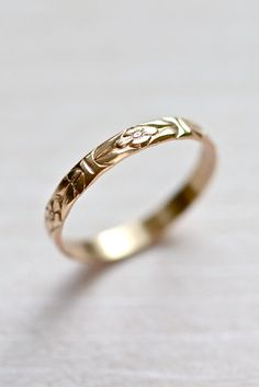 14kt Gold Forget-Me-Not Floral Pattern Wedding door ShopHedgerowRose