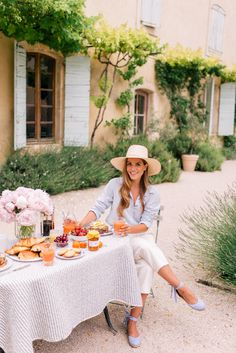 Gal Meets Glam Provence House - Villa St Saturnin via Haven In - Joie top, Club Monaco pants & Cuyana Hat Date Outfits, Spring Outfits, Fashion Outfits, Fashionable Outfits, Dressy Outfits, Work Outfits, Fashion Clothes, Stylish Outfits, Preppy Style