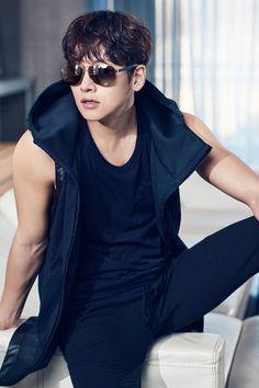 Ji Chang Wook - Healer - Korean drama - Хилер - 지창욱 - 힐러 - JCW is killing me. Ji Chang Wook 2017, Ji Chang Wook Healer, Asian Celebrities, Asian Actors, Korean Actors, Hot Korean Guys, Korean Men, Healer Korean, Ji Chang Wook Photoshoot