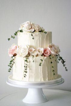Gêteau de mariage avec vrais fleurs