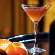 Discover peach flavored cocktail, Peach Martini with vodka at The Cocktail Project. This is an easy cocktail to make perfect for any party all-year round. Alcohol Drink Recipes, Vodka Recipes, Martini Recipes, Cocktail Recipes, Martini Flavors, Margarita Recipes, Vodka Cocktails, Easy Cocktails, Peach Vodka Drinks