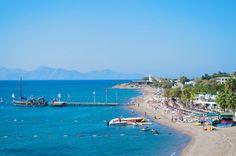 Fener plajı/Bodrum/Muğla/// Hüseyin Burnu Feneri'nin olduğu yerdedir. Adını da bu burundan almıştır. Bodrum'a 20 km mesafededir. Turgutreis'e ise 5 km uzaklıktadır. Sörf yapabileceğiniz ve denizin, kumun tadını çıkarabileceğiniz plajdır.