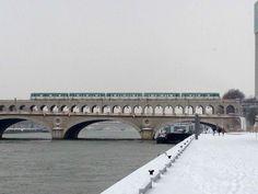 Métro et la Seine à Paris. 19 janvier 2013