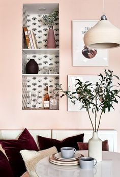 So cheerful, so warm, so inviting. May I say so rosy? Eyes Wallpaper, Bright Wallpaper, Wallpaper Ideas, Accent Wallpaper, White Wallpaper, Entry Closet, Custom Shelving, Smart Storage, Storage Ideas